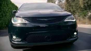Chrysler Memorial Day Sales Event TV Spot, 'Hurry' [T2] - Thumbnail 3