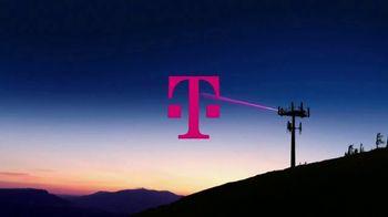 T-Mobile TV Spot, 'Señal' canción de Aerosmith [Spanish] - Thumbnail 1