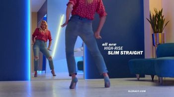 Old Navy High-Rise Slim Straight Jeans TV Spot, 'Reunion: 30 or 40%' Featuring Busy Philipps - Thumbnail 4