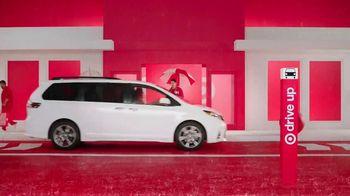 Target Drive Up TV Spot, 'Más afuera' canción de Carlos Vives [Spanish] - Thumbnail 3