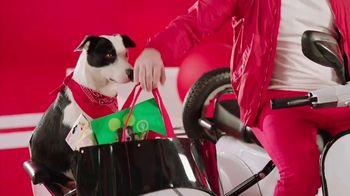 Target Drive Up TV Spot, 'Más afuera' canción de Carlos Vives [Spanish] - Thumbnail 7