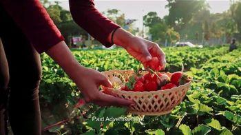VitaFusion Organic Gummy Vitamins TV Spot, 'Ion: Farmer's Market' Featuring Lauren O'Quinn - Thumbnail 5