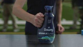 Downy WrinkleGuard TV Spot, 'Vending Machine' Featuring Jim Harbaugh - Thumbnail 9