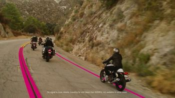 T-Mobile TV Spot, 'Signal: 50 Percent Off Family Lines for Military and Veterans' Song by Aerosmith - Thumbnail 4