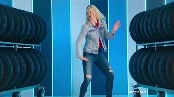 Old Navy TV Spot, 'Entona tu look de verano: tarjeta de crédito' canción de Kaskade [Spanish] - Thumbnail 1