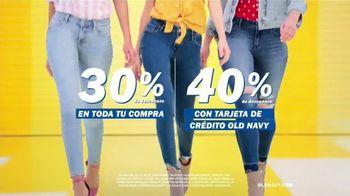 Old Navy TV Spot, 'Entona tu look de verano: tarjeta de crédito' canción de Kaskade [Spanish] - Thumbnail 2