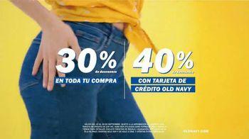 Old Navy TV Spot, 'Entona tu look de verano: tarjeta de crédito' canción de Kaskade [Spanish] - Thumbnail 3