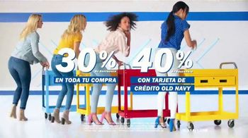 Old Navy TV Spot, 'Entona tu look de verano: tarjeta de crédito' canción de Kaskade [Spanish] - Thumbnail 4