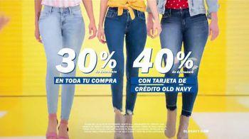Old Navy TV Spot, 'Entona tu look de verano: tarjeta de crédito' canción de Kaskade [Spanish] - Thumbnail 5