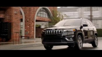Jeep Fourth of July Sales Event TV Spot, 'It's a Trail' Song by Dermot Kennedy [T2] - Thumbnail 5