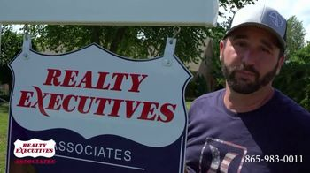 Realty Executives Associates TV Spot, 'Killing Critters and Selling Properties' - Thumbnail 5