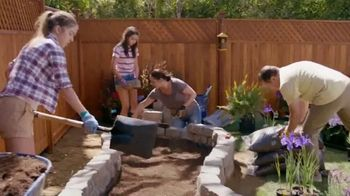 Lowe's Fourth of July Savings TV Spot, 'Premium Mulch' - Thumbnail 2