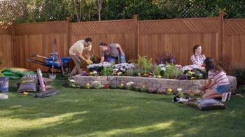 Lowe's Fourth of July Savings TV Spot, 'Premium Mulch' - Thumbnail 3
