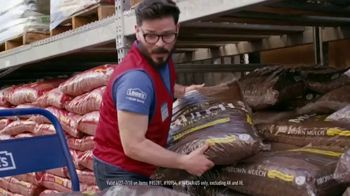 Lowe's Fourth of July Savings TV Spot, 'Premium Mulch' - Thumbnail 5