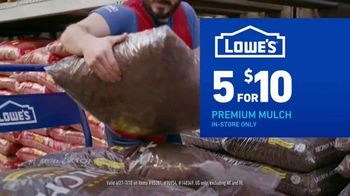 Lowe's Fourth of July Savings TV Spot, 'Premium Mulch' - Thumbnail 6