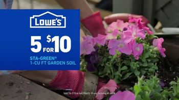 Lowe's Fourth of July Savings TV Spot, 'Premium Mulch' - Thumbnail 8
