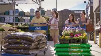 Lowe's Fourth of July Savings TV Spot, 'Premium Mulch' - Thumbnail 9
