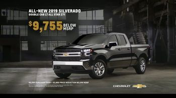 Chevrolet TV Spot, 'Can't Stop Staring' [T2] - Thumbnail 8