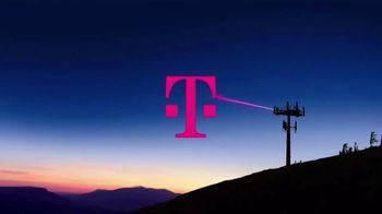 T-Mobile TV Spot, 'Señal: actualízate al nuevo iPhone 11 por cuenta nuestra' canción de Aerosmith [Spanish] - Thumbnail 1