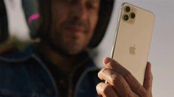 T-Mobile TV Spot, 'Señal: actualízate al nuevo iPhone 11 por cuenta nuestra' canción de Aerosmith [Spanish] - Thumbnail 2