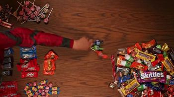 Walmart TV Spot, 'Dulces para Halloween' [Spanish] - Thumbnail 4