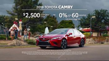 2019 Toyota Camry TV Spot, 'Roomy' [T2] - Thumbnail 8