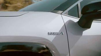 Toyota RAV4 Hybrid TV Spot, 'Primos' canción de Plastic Bertrand [Spanish] [T1] - Thumbnail 3