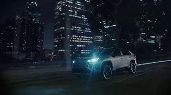 Toyota RAV4 Hybrid TV Spot, 'Primos' canción de Plastic Bertrand [Spanish] [T1] - Thumbnail 5