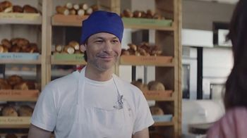 AT&T Wireless TV Spot,  'Los mejores pasteles' [Spanish] - Thumbnail 3