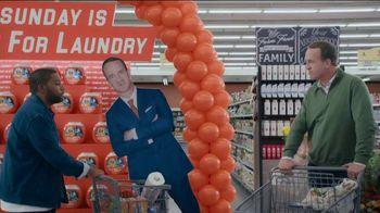 Tide TV Spot, 'Laundry Night: Fireplace' Featuring Nick Offerman, Peyton Manning, Kenan Thompson - Thumbnail 1