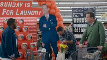 Tide TV Spot, 'Laundry Night: Fireplace' Featuring Nick Offerman, Peyton Manning, Kenan Thompson