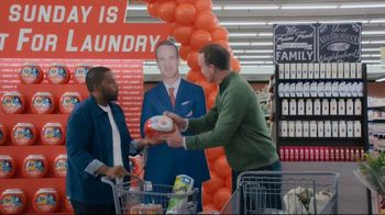 Tide TV Spot, 'Nick Offerman, Peyton Manning and Kenan Thompson Put the Laundry Night Debate to Bed'