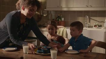 Pillsbury Place & Bake Brownies TV Spot, 'Easy to Share' - Thumbnail 5