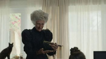 GEICO Renters Insurance TV Spot, 'A Witch for a Third Roommate' - Thumbnail 4