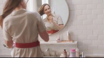 Nature's Bounty Hair, Skin & Nails Gummies TV Spot, 'Beauty Routine' - Thumbnail 1