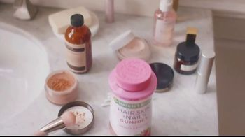 Nature's Bounty Hair, Skin & Nails Gummies TV Spot, 'Beauty Routine' - Thumbnail 3