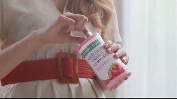 Nature's Bounty Hair, Skin & Nails Gummies TV Spot, 'Beauty Routine' - Thumbnail 4