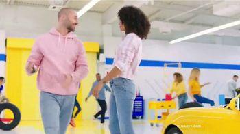 Old Navy TV Spot, 'Entona tu look de verano: jeans' canción de Kaskade [Spanish] - Thumbnail 8