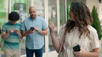 Cricket Wireless TV Spot, 'Smiles' - Thumbnail 6