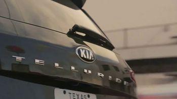 2020 Kia Telluride TV Spot, 'The Return: Brandon Maxwell Giving Back' [T1] - Thumbnail 4