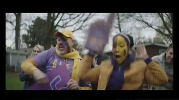 Holiday Inn Express TV Spot, 'Number One Fan' - Thumbnail 9