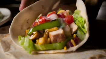 Applebee's Loaded Fajitas TV Spot, 'Can't Get Enough' Song by Barry White - Thumbnail 8
