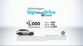 Volkswagen Sign Then Drive Event TV Spot, 'Bigger Banner' [T2] - Thumbnail 8