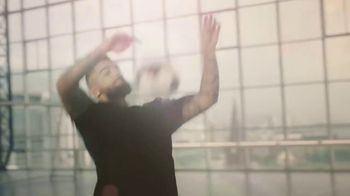 Michelob ULTRA TV Spot, 'Goes With Our Rhythm' Featuring Maluma - Thumbnail 4