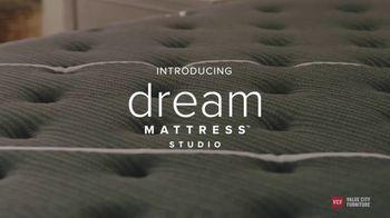 Value City Furniture TV Spot, 'Great Moments: Beautyrest Black Mattress Sets' - Thumbnail 3