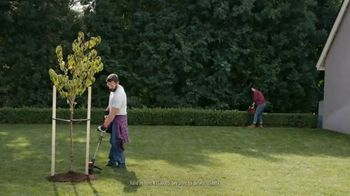 Lowe's TV Spot, 'Do Outdoors Right: Craftsman Trimmer & Bonnie Vegetables'