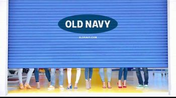 Old Navy High-Rise Rock Star Jeans TV Spot, 'Entona tu look de verano' canción de Kaskade [Spanish] - Thumbnail 10
