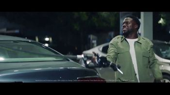 Chase Freedom Unlimited Card TV Spot, 'You're Always Earning at the Gas Station' Featuring Kevin Hart - Thumbnail 9
