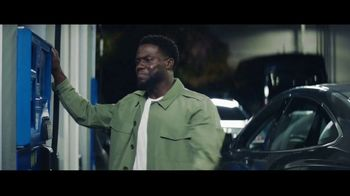 Chase Freedom Unlimited Card TV Spot, 'You're Always Earning at the Gas Station' Featuring Kevin Hart - Thumbnail 2