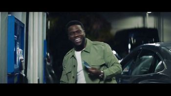 Chase Freedom Unlimited Card TV Spot, 'You're Always Earning at the Gas Station' Featuring Kevin Hart - Thumbnail 4